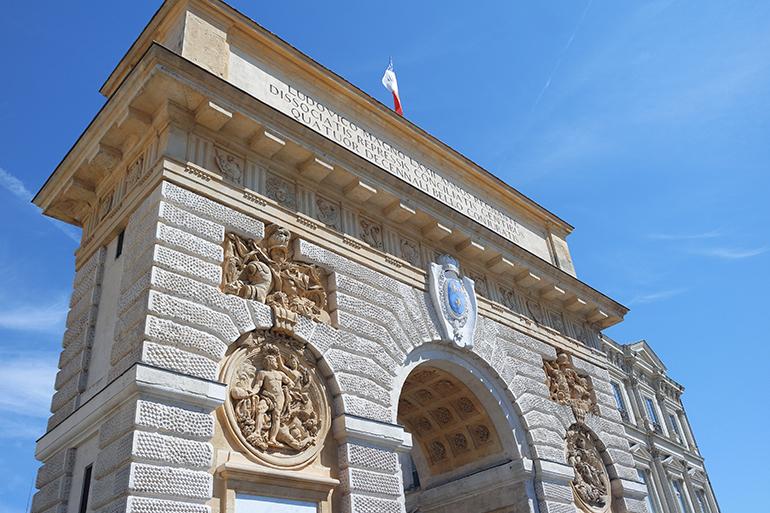 RED REIDING HOOD: Montpellier Arc de Triomphe roman architecture historic centre travel blogger