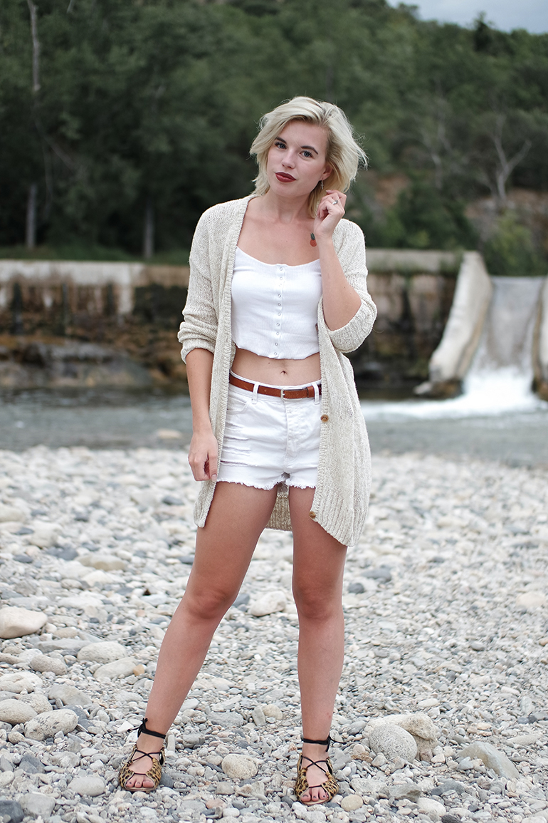 RED REIDING HOOD: Fashion blogger wearing high waist shorts rib crop top asos outfit