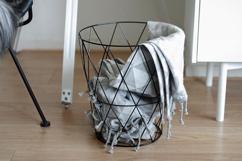 RED REIDING HOOD: Action draadmand plaid deken kleedje wire mesh basket interior home interieur wonen