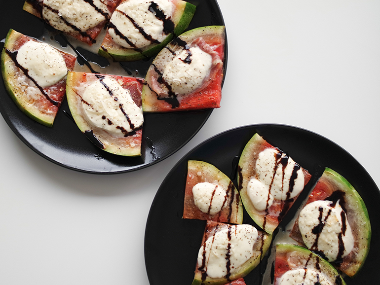 RED REIDING HOOD: Food blogger healthy recipe grilled watermelon pizza slices mozzarella parmaham balsamico syrup gezond recept watermeloen