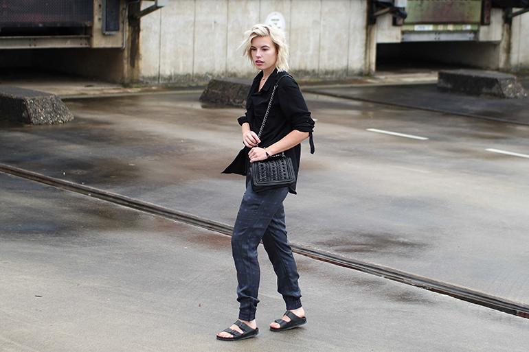 RED REIDING HOOD: Fashion blogger wearing checkered trousers pyjama pants zara chain bag birkenstock monterey outfit