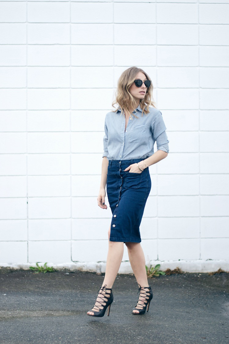 RED REIDING HOOD: Fashion blogger wearing midi button front denim skirt outfit