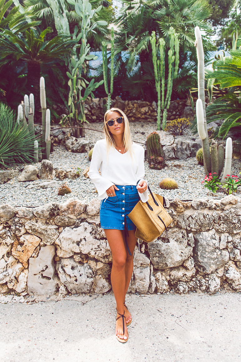 RED REIDING HOOD: Fashion blogger wearing button front mini skirt outfit