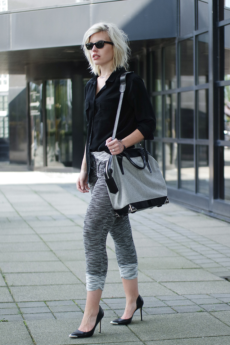 RED REIDING HOOD: Fashion blogger wearing knit jogger pants alexander wang emile tote bag guess pumps outfit