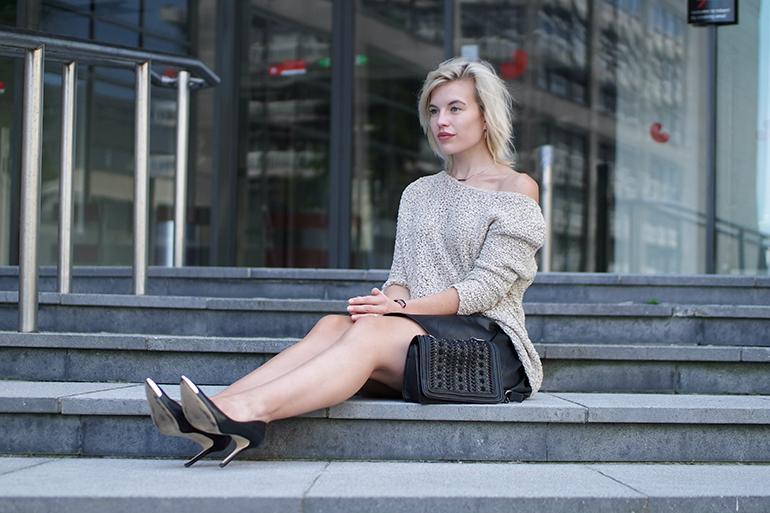 RED REIDING HOOD: Fashion blogger wearing zara chain bag bare legs skater skirt cold shoulder jumper zara outfit