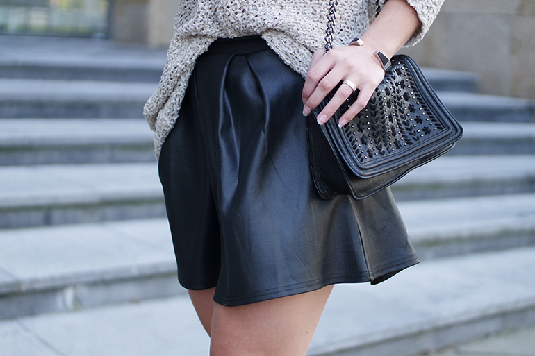 RED REIDING HOOD: Fashion blogger wearing boohoo leather look skater skirt zara chain bag outfit details