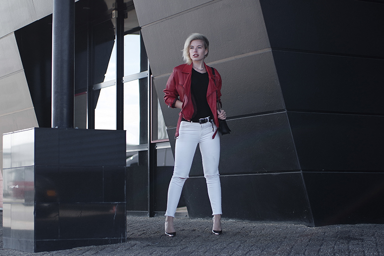 RED REIDING HOOD: Fashion blogger wearing high rise white jeans red vintage leather jacket outfit