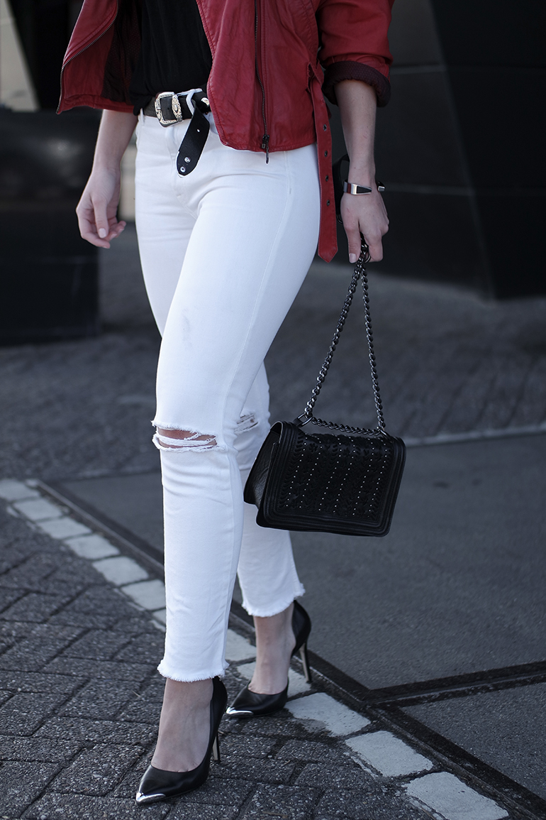 RED REIDING HOOD: Fashion blogger wearing high waisted white skinny distressed jeans guess pumps red leather jacket outfit