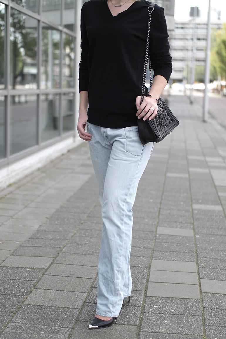 RED REIDING HOOD: Fashion blogger wearing PME commander jeans outfit details zara chain bag v-neck jumper