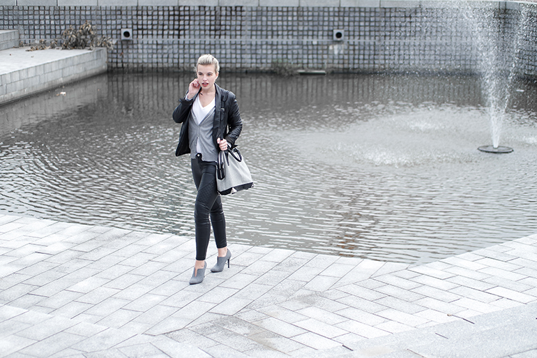 RED REIDING HOOD: Fashion blogger wearing black skinny biker leather pants grey cardigan alexander wang emile tot bag outfit