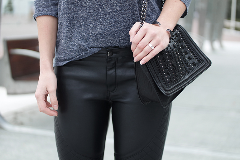 RED REIDING HOOD: Fashion blogger wearing zara chain bag outfit details leather pants