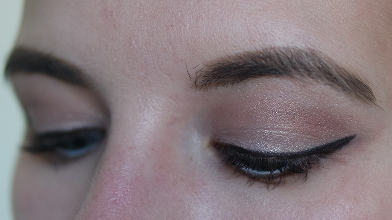 RED REIDING HOOD: Beauty blogger review Sans Soucis Winter Fairtytale brown baked eyeshadow swatches