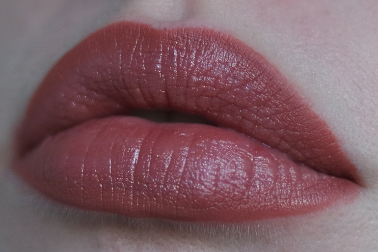 RED REIDING HOOD: Beauty blogger review Sans Soucis Winter Fairtytale Glossy Brown Perfect Lips Every Day look