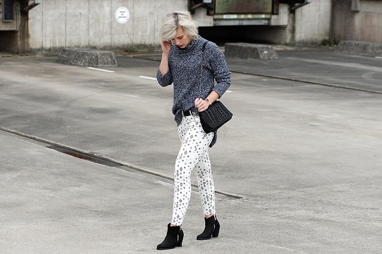 RED REIDING HOOD: Fashion blogger wearing aztec jeans zara H&M turtleneck heavy knit jumper outfit