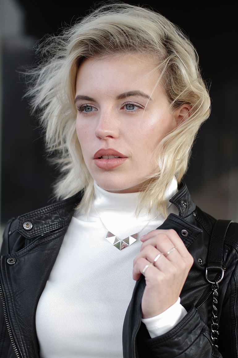 RED REIDING HOOD: Fashion blogger wearing hexagon necklace daniëlle vroemen outfit details
