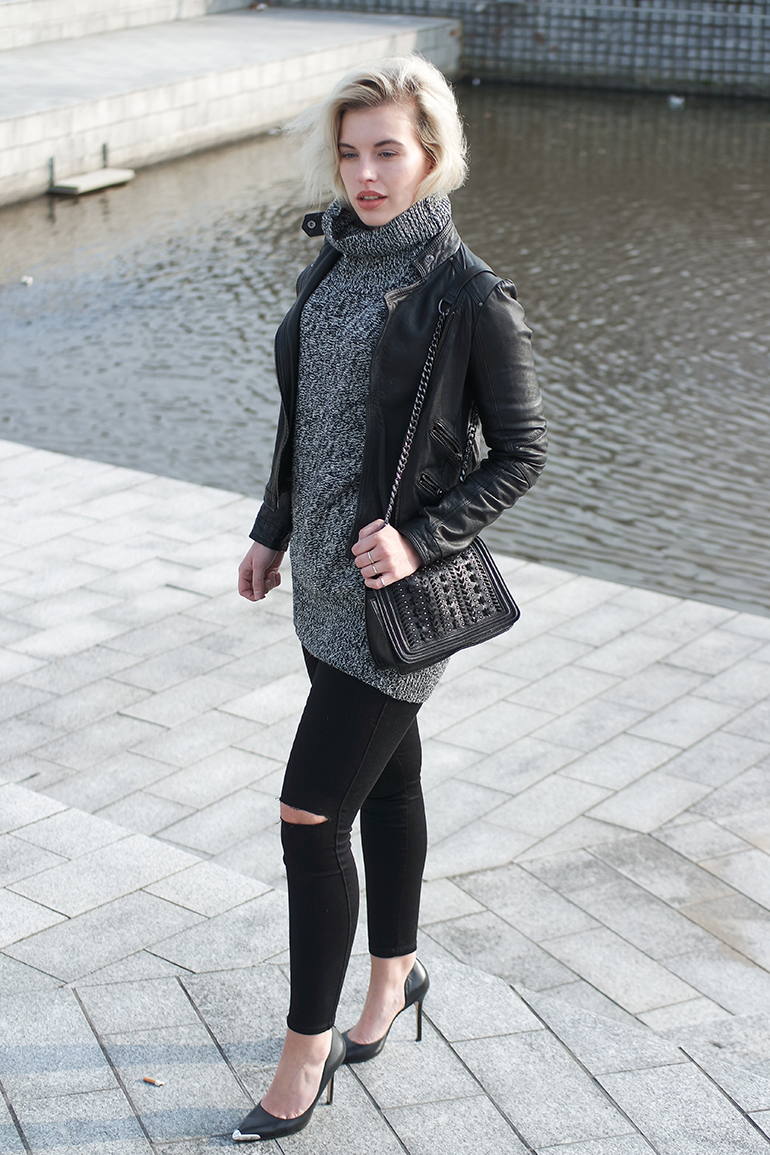 RED REIDING HOOD: Fashion blogger wearing distressed black skinny jeans turtleneck zara leather jacket outfit