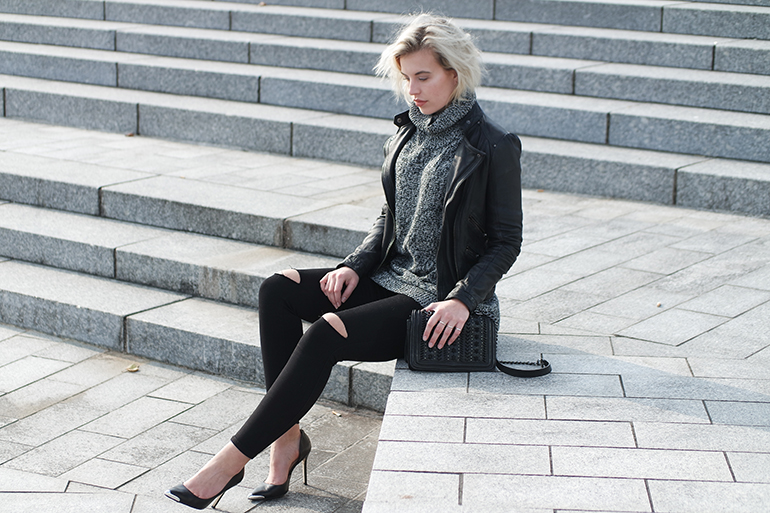RED REIDING HOOD: Fashion blogger wearing ripped knees black skinny jeans leather jacket outfit