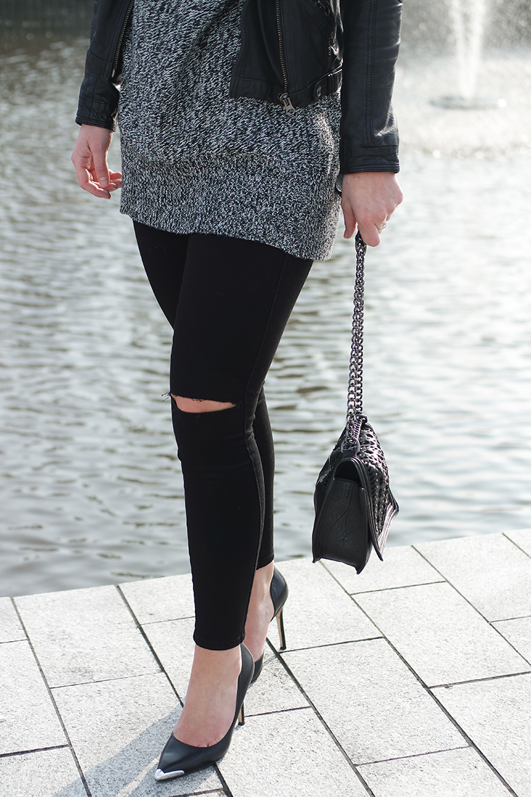 RED REIDING HOOD: Fashion blogger wearing chunky knit ripped knees black skinny jeans outfit details guess heels