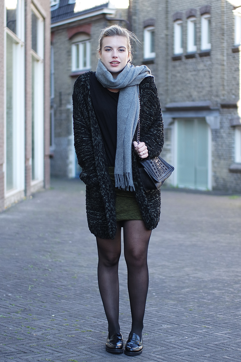RED REIDING HOOD: Fashion blogger wearing tights loafers heavy knit cardigan wrap skirt outfit