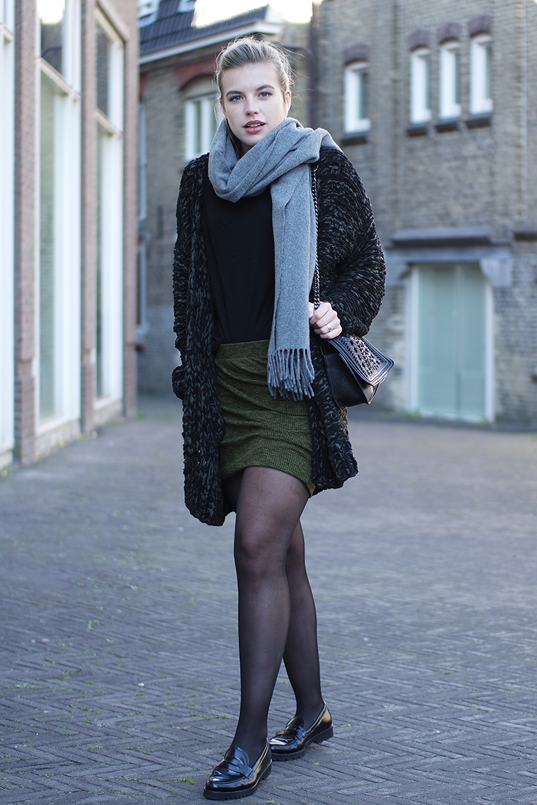 RED REIDING HOOD: Fashion blogger wearing wrap skirt chunky knit cardigan acne studios canada wool scarf outfit