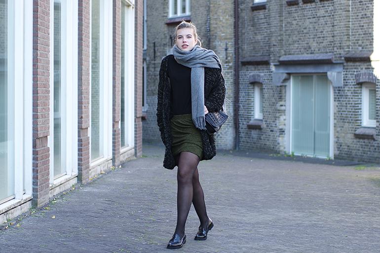 RED REIDING HOOD: Fashion blogger wearing acne studios canada wool scarf outfit wrap skirt zara chunky cardigan