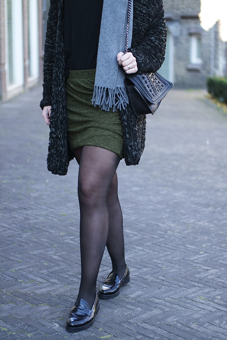 RED REIDING HOOD: Fashion blogger wearing tights loafers wrap skirt zara chain bag outfit details