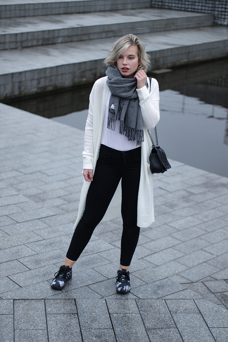 RED REIDING HOOD: Fashion blogger wearing high waisted jeans adidas mythology sneakers outfit