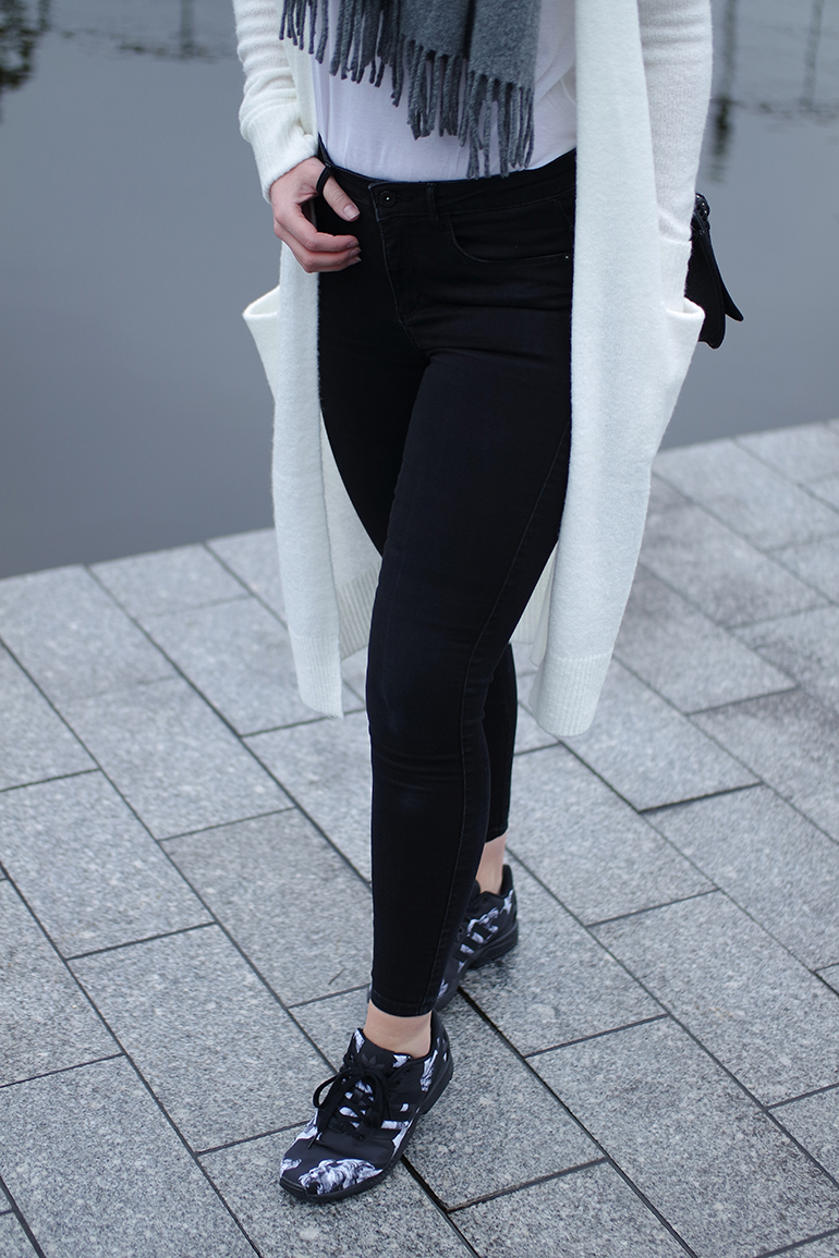 RED REIDING HOOD: Fashion blogger wearing white long cardigan high waist jeans adidas mythology sneakers outfit