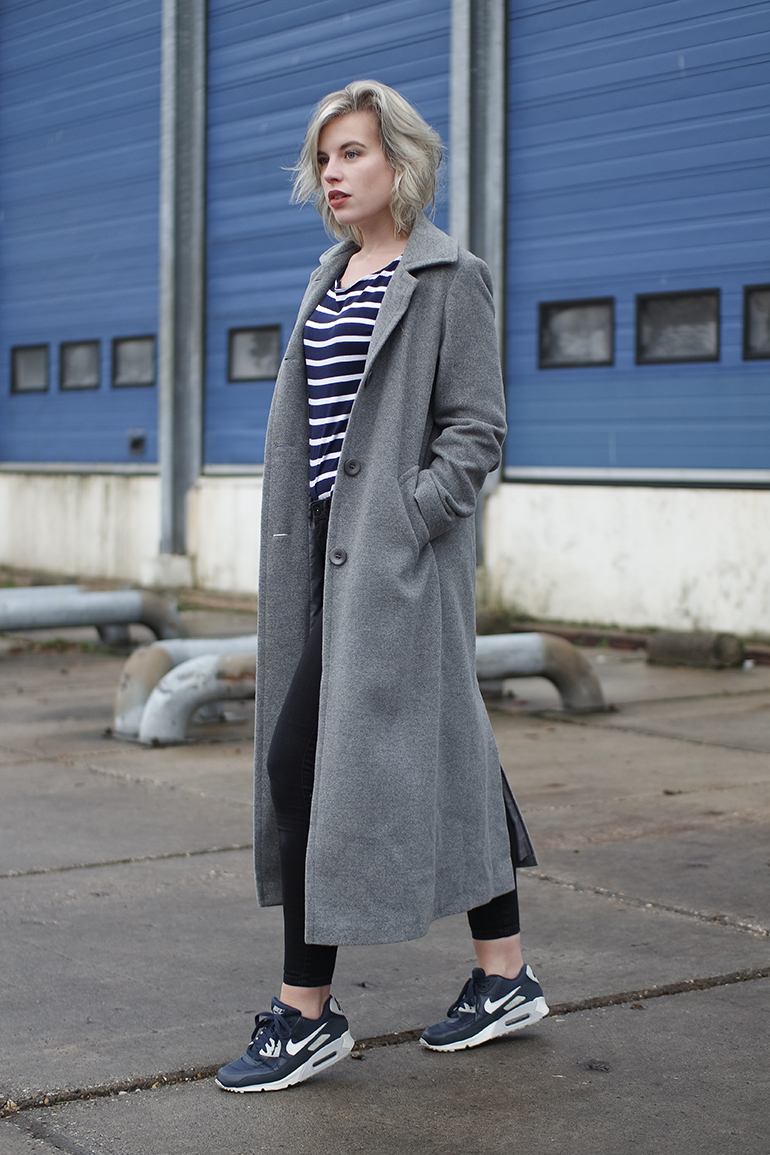 RED REIDING HOOD: Fashion blogger wearing comfy chic outfit long grey coat nike air max sneakers