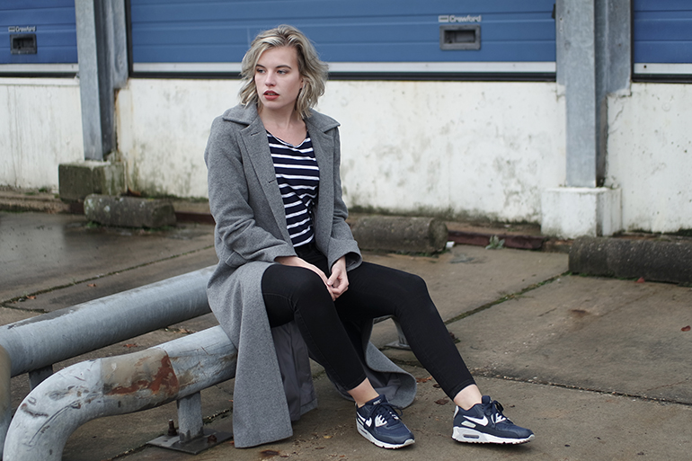 RED REIDING HOOD: Fashion blogger wearing nike air max 90 essential sneakers long grey coat outfit
