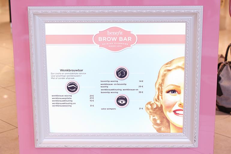 RED REIDING HOOD: Beauty blogger Benefit Brow Bar Douglas Leeuwarden prijslijst wenkbrauw waxing