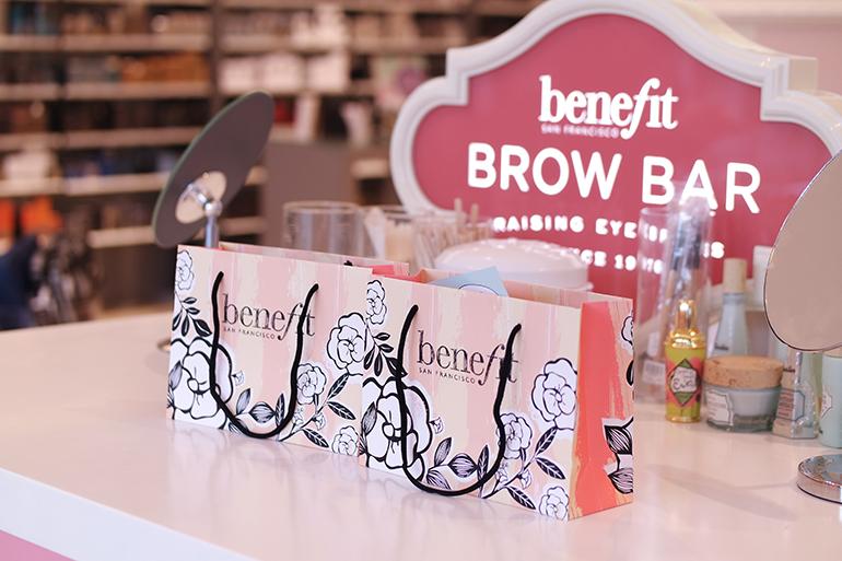 RED REIDING HOOD: Beauty blogger review Benefit Brow Bar experience Douglas Leeuwarden