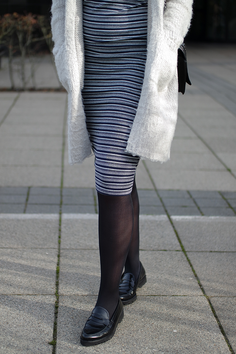 RED REIDING HOOD: Fashion blogger wearing striped midi dress outfit details fluffy cardigan
