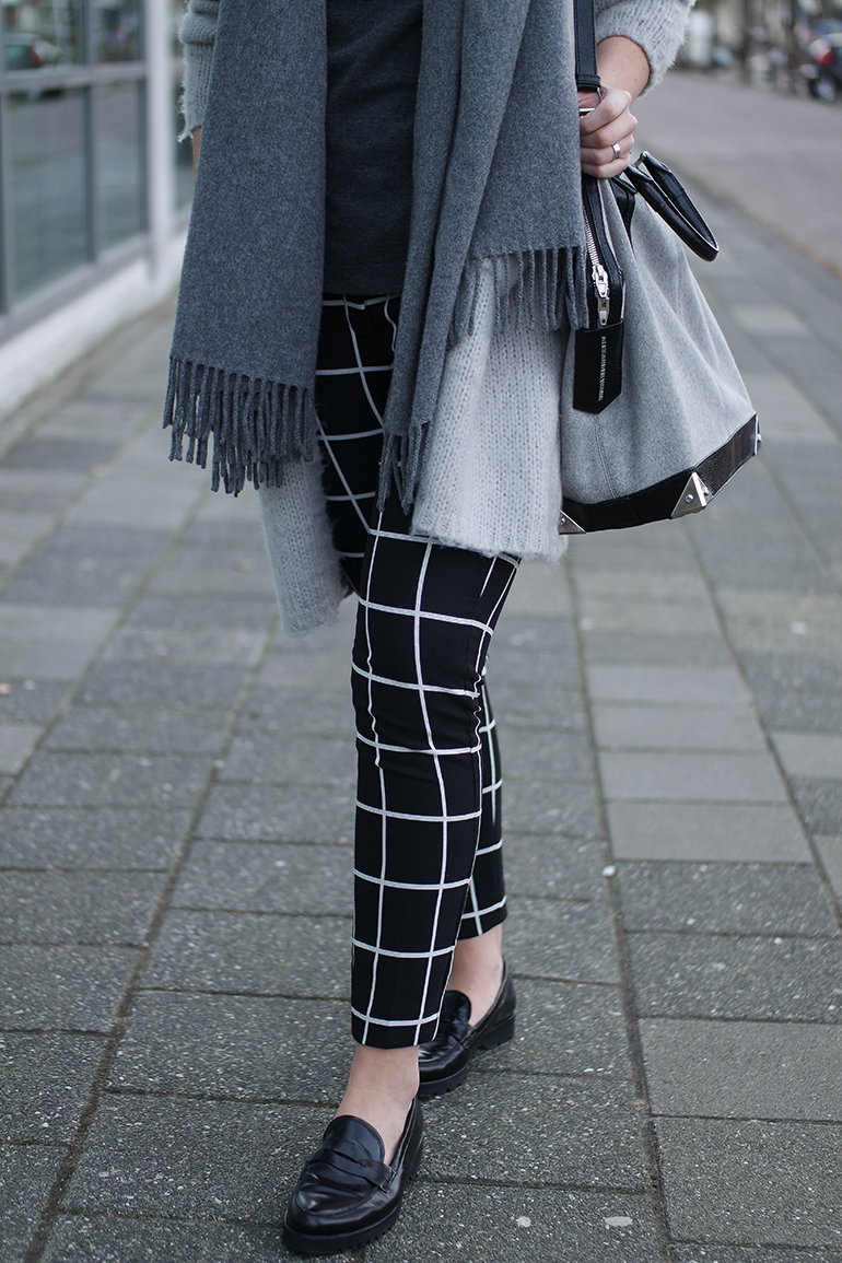 RED REIDING HOOD: Fashion blogger wearing grid check pants costes outfit details gabor loafers