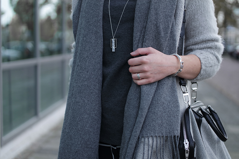 RED REIDING HOOD: Fashion blogger wearing costes marble necklace acne canada wool scarf outfit details