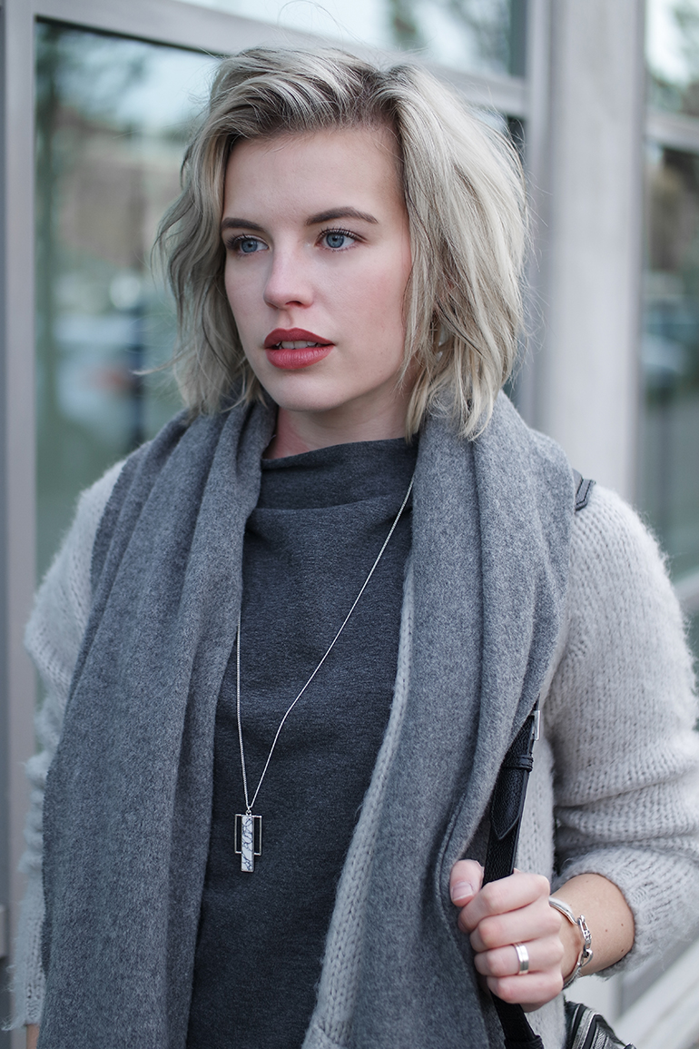 RED REIDING HOOD: Fashion blogger wearing short messy hair outfit details marble necklace costes