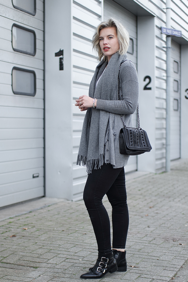 RED REIDING HOOD: Fashion blogger wearing primark cardigan acne canada wool scarf outfit black skinny jeans