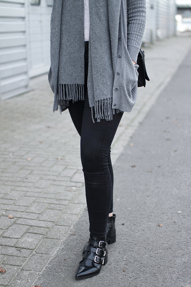 RED REIDING HOOD: Fashion blogger wearing black skinny jeans outfit details supertrash buckle ankle boots