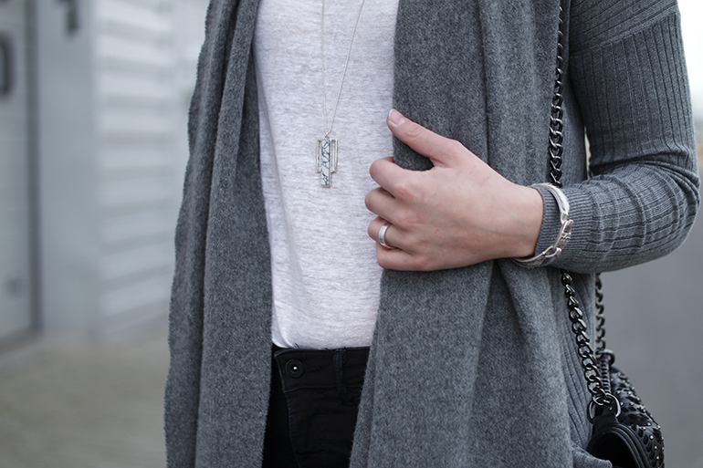 RED REIDING HOOD: Fashion blogger wearing marble long pendant necklace costes fashion bandhu outfit details