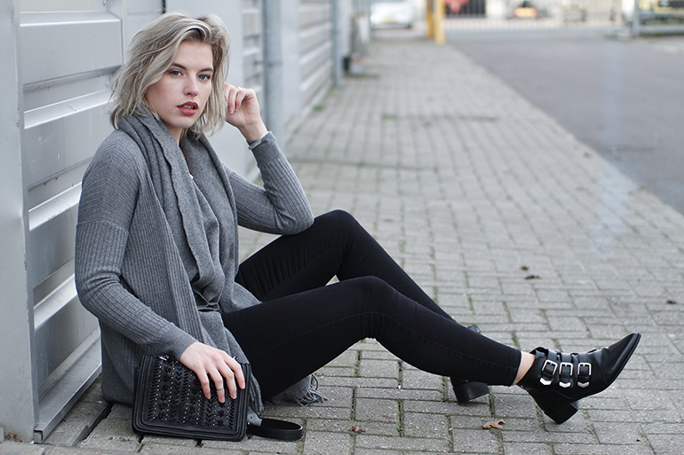 RED REIDING HOOD: Fashion blogger wearing grey cardigan primark skinny black jeans outfit supertrash buckle boots