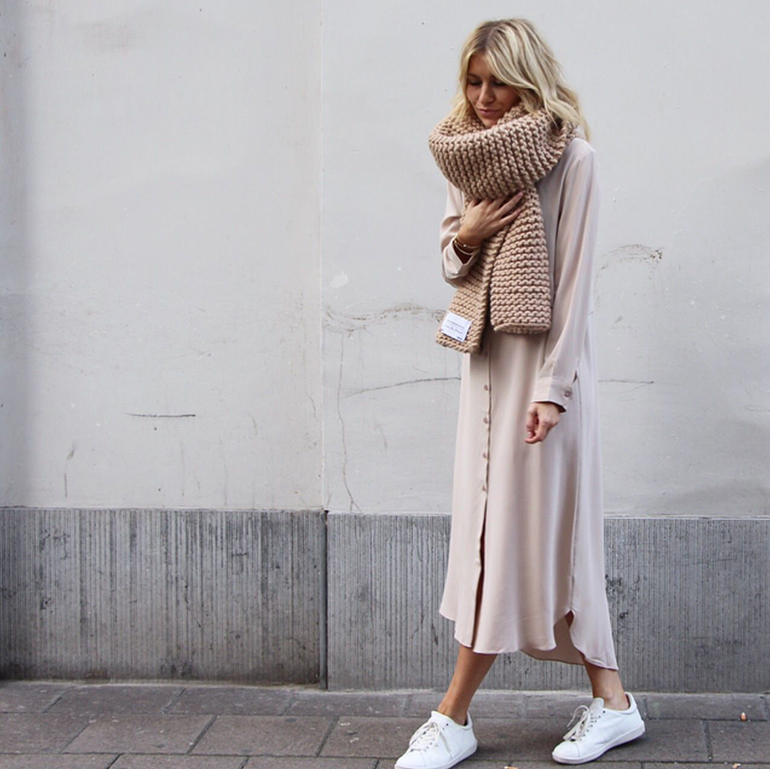 RED REIDING HOOD: Fashion blogger wearing big chunky knit scarf oversized shirt dress outfit