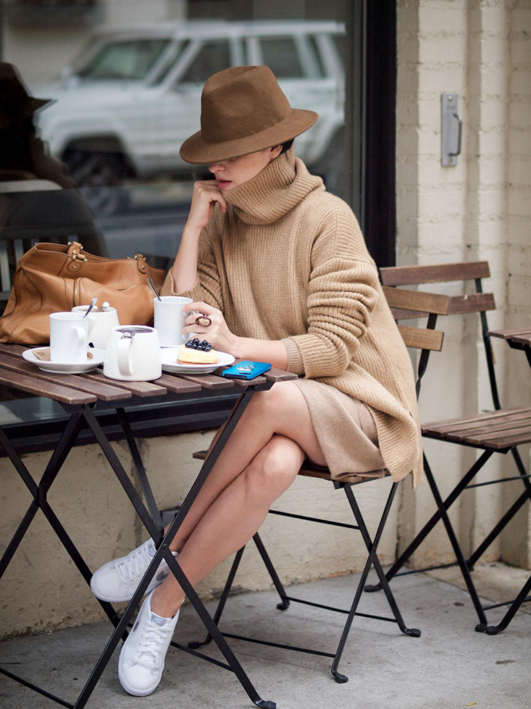 RED REIDING HOOD: Fashion blogger wearing camel turtleneck fedora hat outfit beige nike sneakers