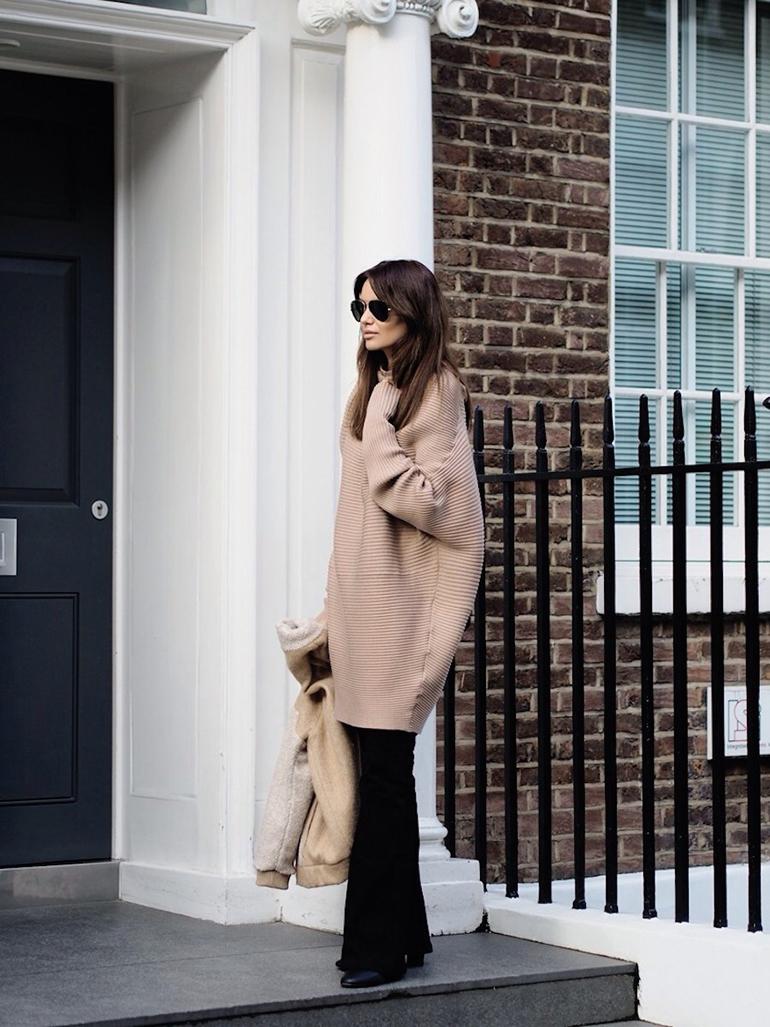 RED REIDING HOOD: Fashion blogger wearing oversized camel beige turtleneck outfit