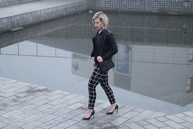 RED REIDING HOOD: Fashion blogger wearing checkered pants costes zara leather jacket chain bag outfit