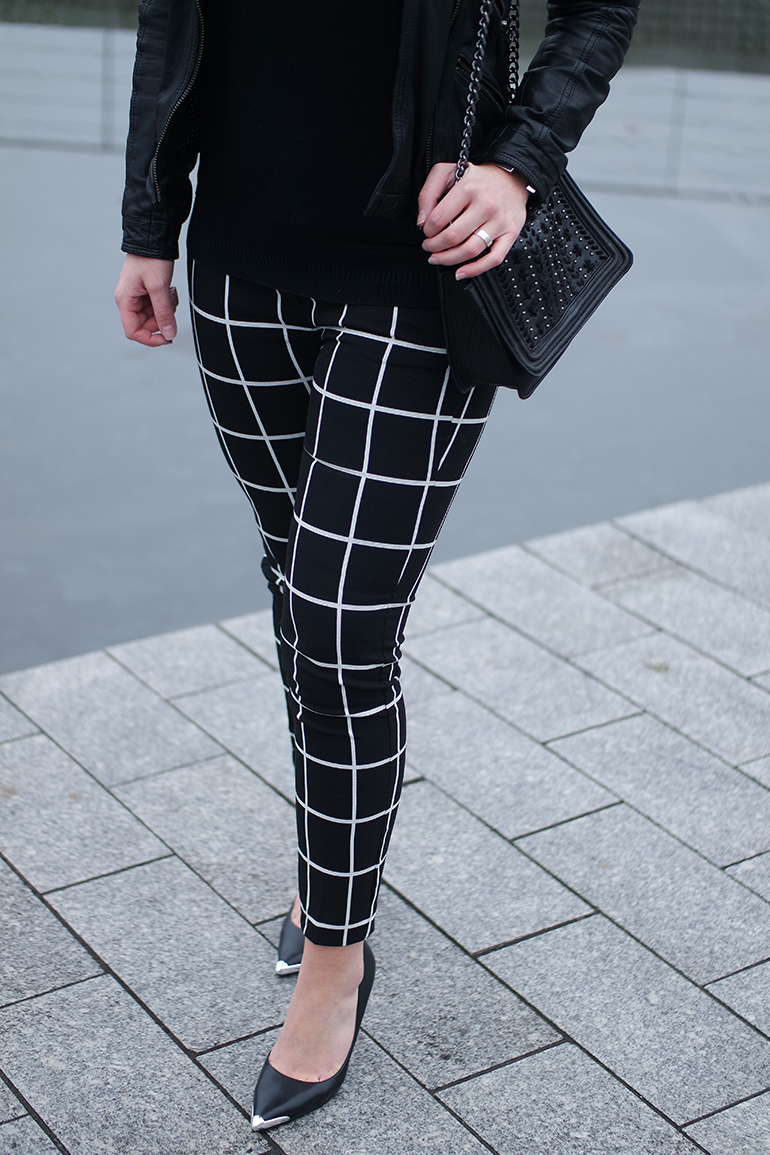 RED REIDING HOOD: Fashion blogger weairng guess beila heels outfit details grid check pants