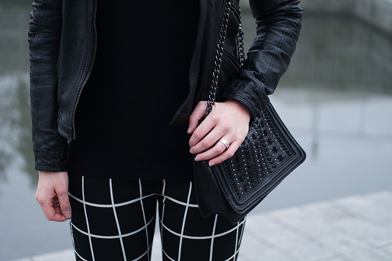 RED REIDING HOOD: Fashion blogger wearing chain bag zara outfit details grid check pants