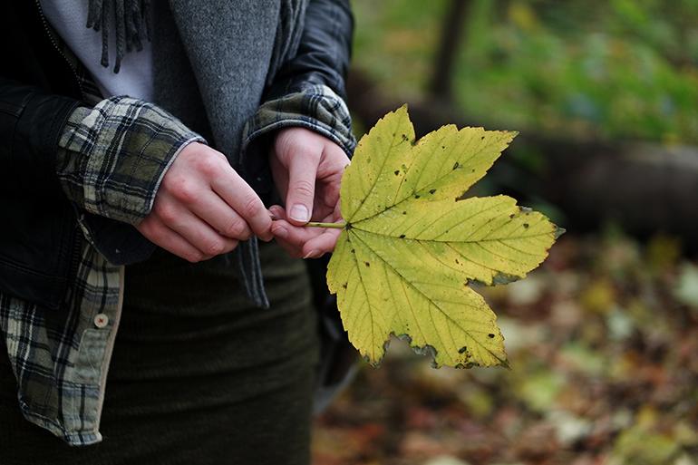 RED REIDING HOOD: Fashion blogger wearing lumberjack plaid check shirt outfit details fall leaf