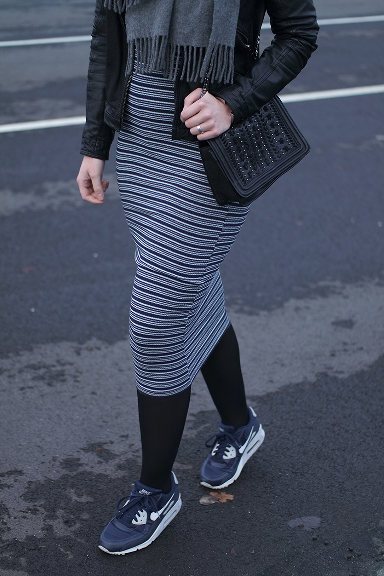 RED REIDING HOOD: Fashion blogger wearing nike air max 90 sneakers outfit details rib stripe midi dress zara