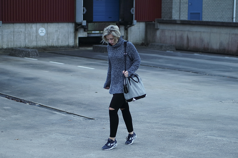 RED REIDING HOOD: Fashion blogger wearing oversized turtleneck sweater H&M outfit nike sneakers alexander wang bag