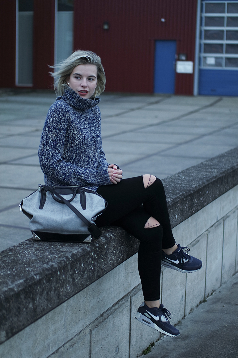 RED REIDING HOOD: Fashion blogger wearing alexander wang emile tote bag outfit jeans ripped knees turtleneck sweater